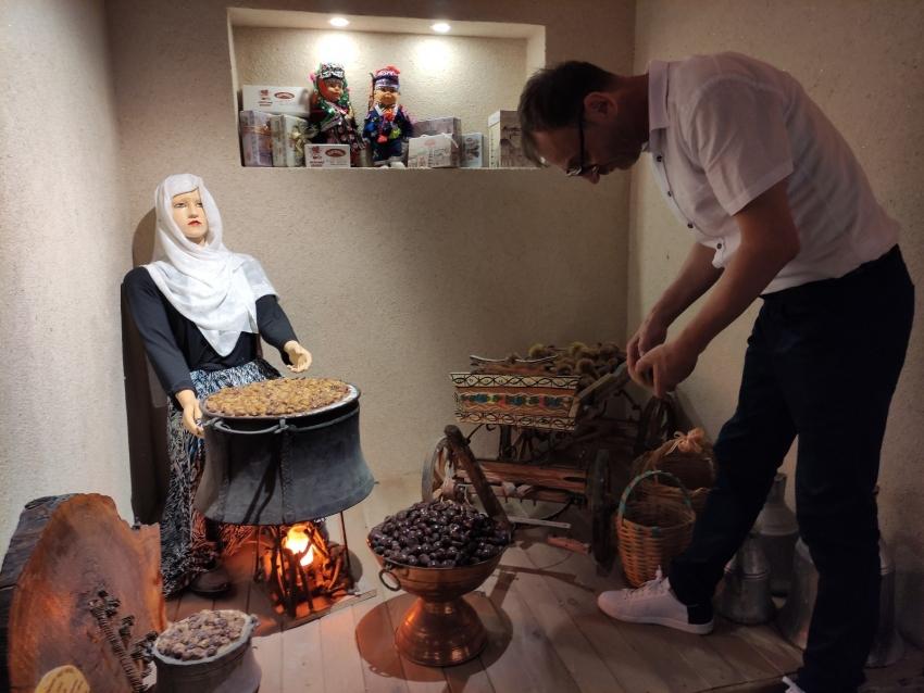 Bursa'da bu müzeye giren 100 yıl öncesinin esnafını görüyor