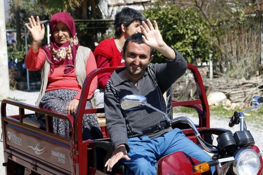 Triportörleri arızalanan engelli kardeşler yardım bekliyor