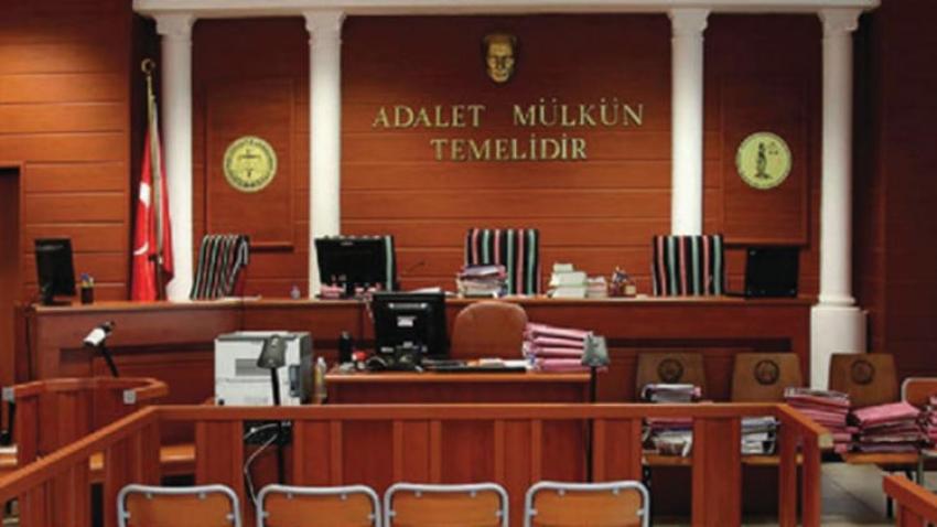 Bursa'da duruşma salonunda avukata saldırı...