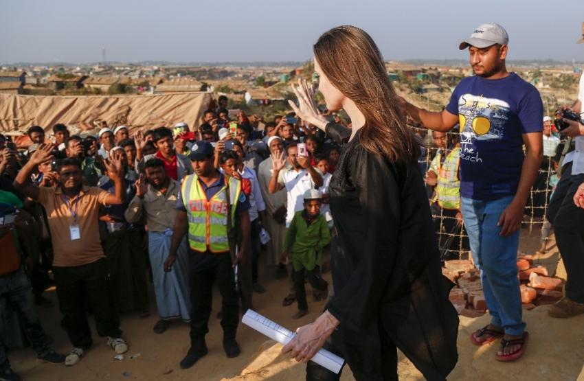 Angelina Jolie, Arakanlı Müslümanları ziyaret etti