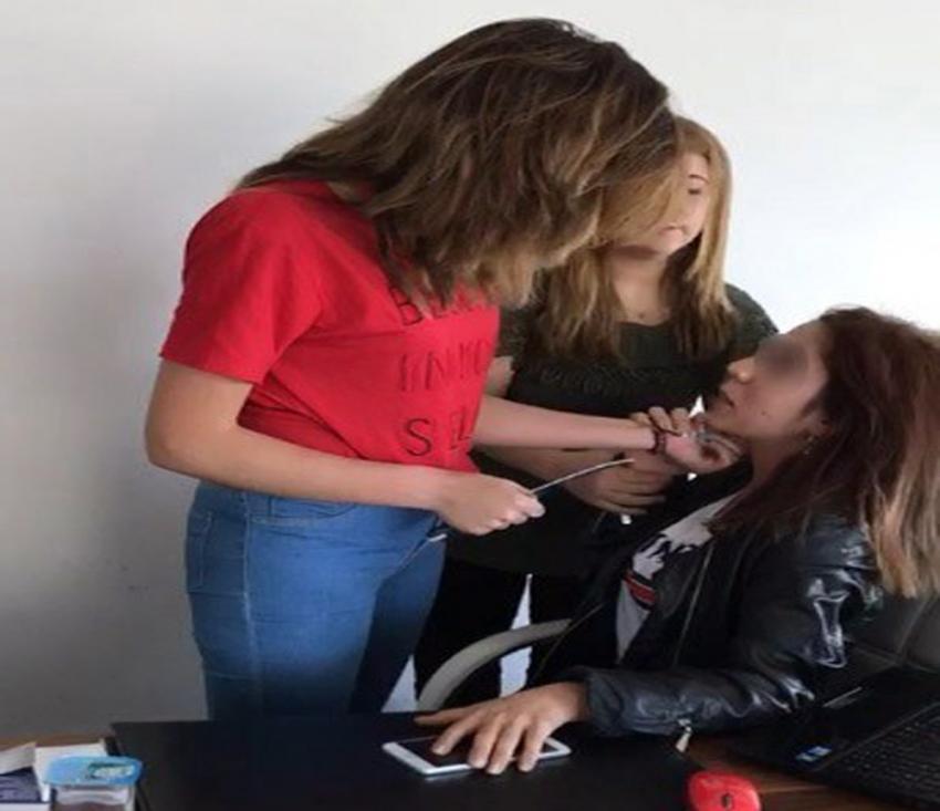O kızlar bu kez gazetecilere saldırdı