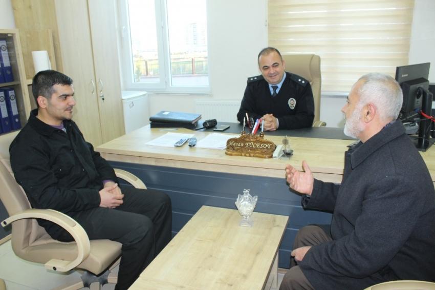 Suriyeli çöpte bulduğu altınları polise teslim etti