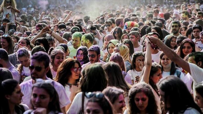 Türk gençleri yaşamlarından memnun mu?