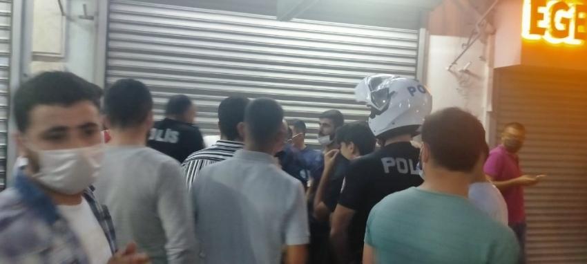 Yaklaşık 150 kişi kuyumcuyu bastı