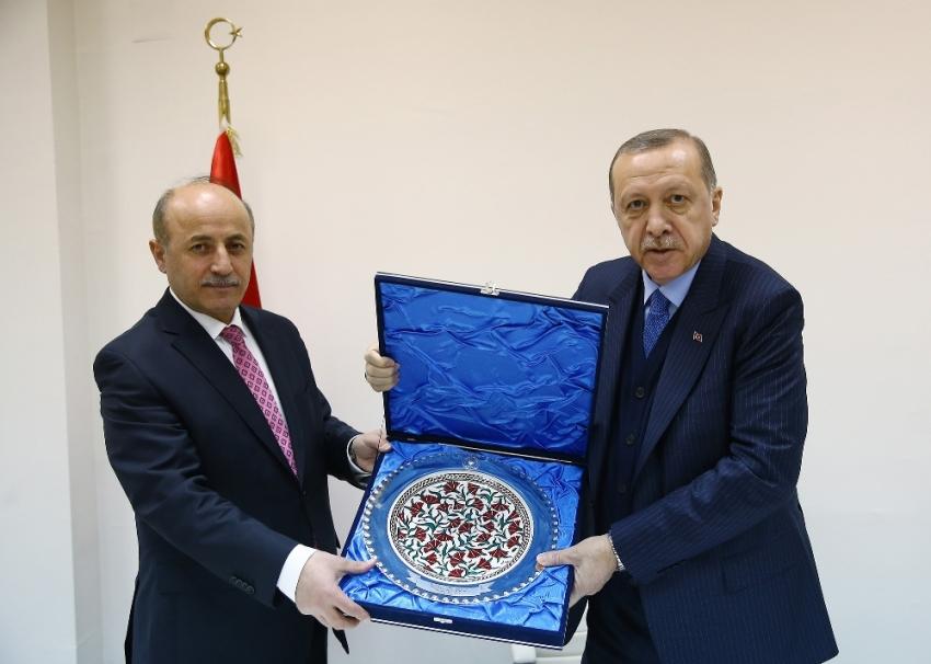 Erdoğan Erzurum Valisi ve Büyükşehir Belediye Başkanını kabul etti