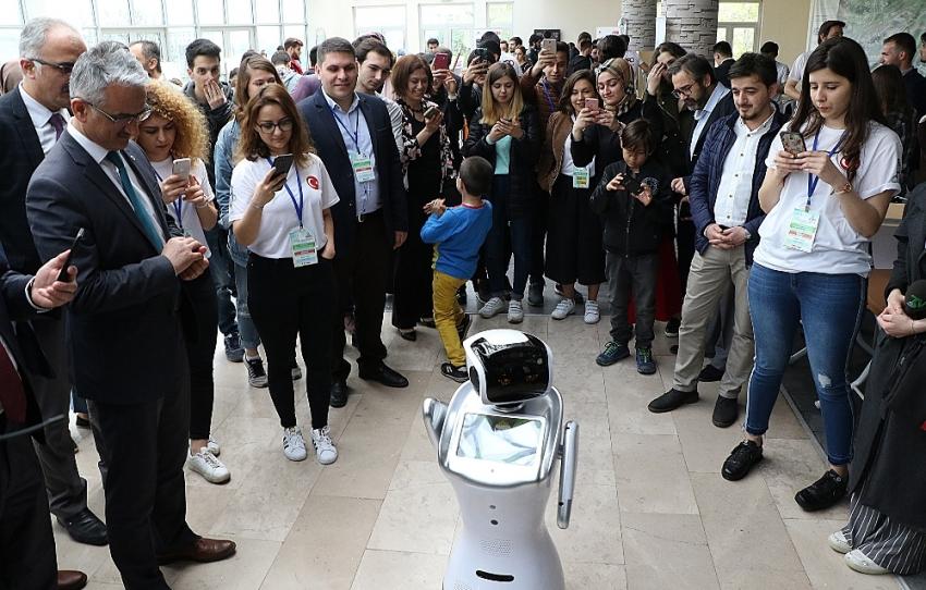 'Pehlivan robotlar' yağlı güreş için ilk kez er meydanında