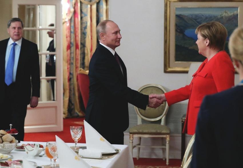 Putin Kerç krizi için Merkel'le anlaştı