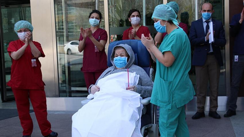 Türkiye'de 80 ve 89 yaşındaki çift virüsü yendi