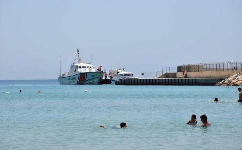 Alabora olan teknede kaybolan kaçaklar aranıyor