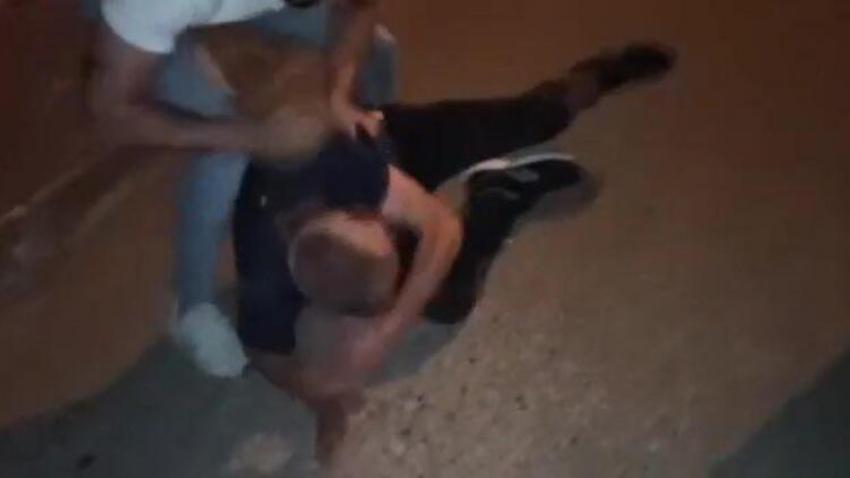 Mahallenin gençleri torbacıyı tekme tokat dövüp polise verdi