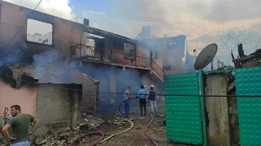 Bursa'da 2 ev küle döndü