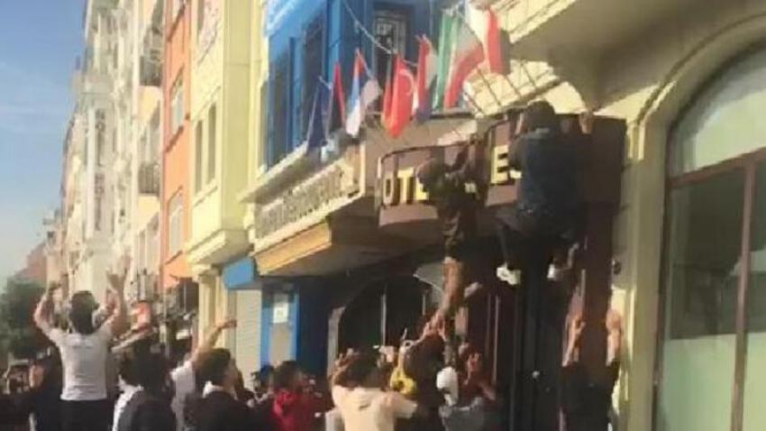 İstanbul'da protesto gösterisi yapan Suriyelilere polis müdahale etti