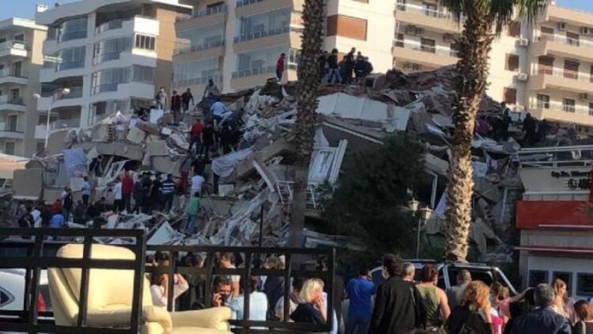 Depremde Kızılay kan merkezi yıkıldı!