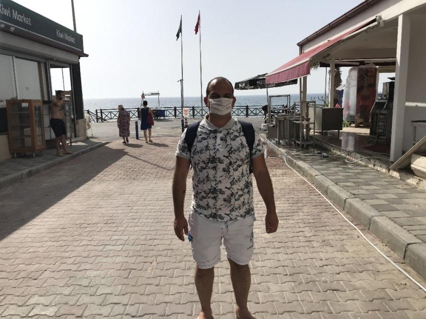 Sinüzit hastası genç denize girebilmek için yardım bekliyor