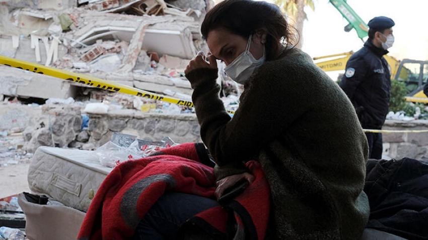 Depremzedeler için gıda kolisi ve battaniyeye ihtiyaç var