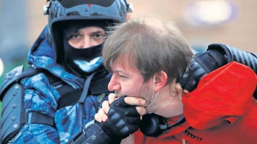 Rusya'da göstericilere hukuk dışı