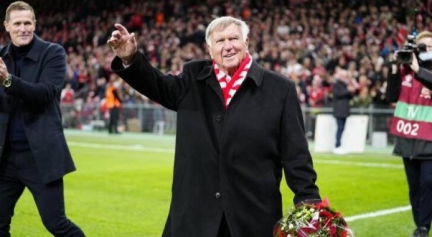 Bursaspor'un eski teknik direktörü Sepp Piontek onurlandırıldı
