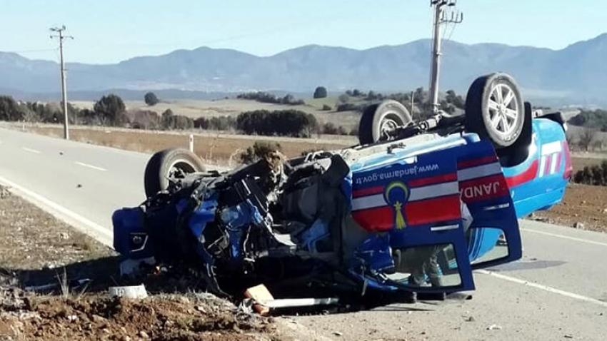 Jandarma aracı kaza yaptı: 3askerimiz  yaralı