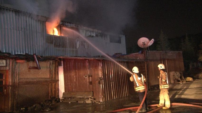 İzolasyon malzemeleri üretimi yapılan fabrikada yangın