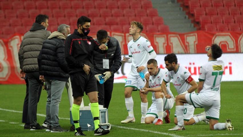 Bursasporlu futbolcular 26. dakikada oruçlarını açtı