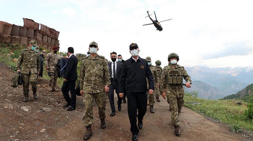 Bakan Akar ve komutanlar Kuzey Irak'ta