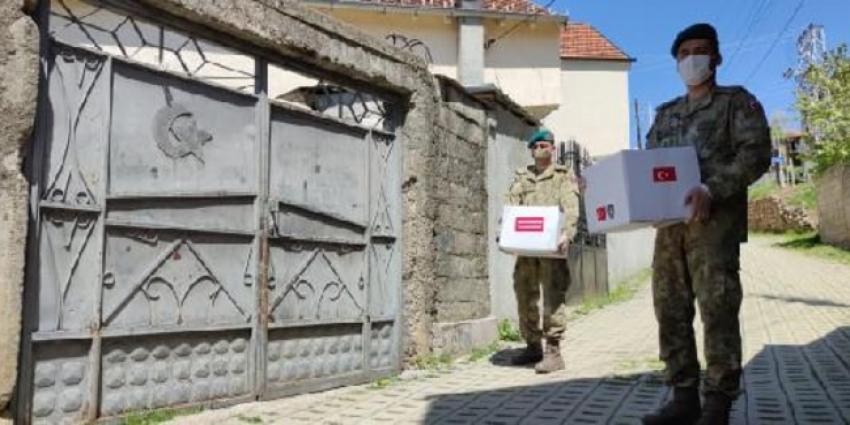 Mehmetçik'ten Kosovalılara yardım!