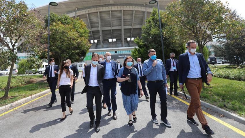 Chelsea ve Manchester City'nin yöneticileri Atatürk Olimpiyat Stadı'nda incelemelerde bulundu