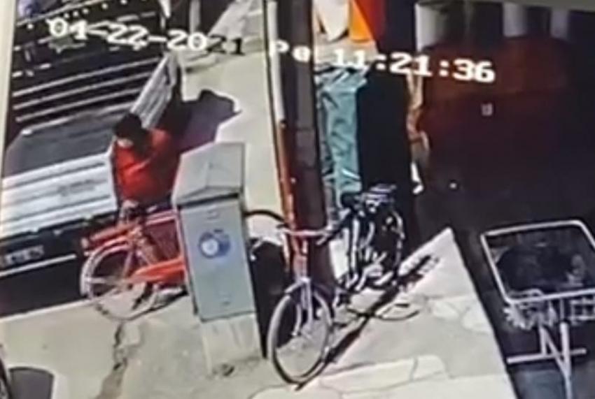 İnegöl'de bisiklet hırsızlığı anbean kamerada