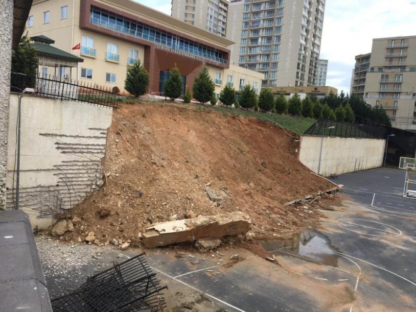 İstanbul'da istinat duvarı okulun bahçesine yıkıldı