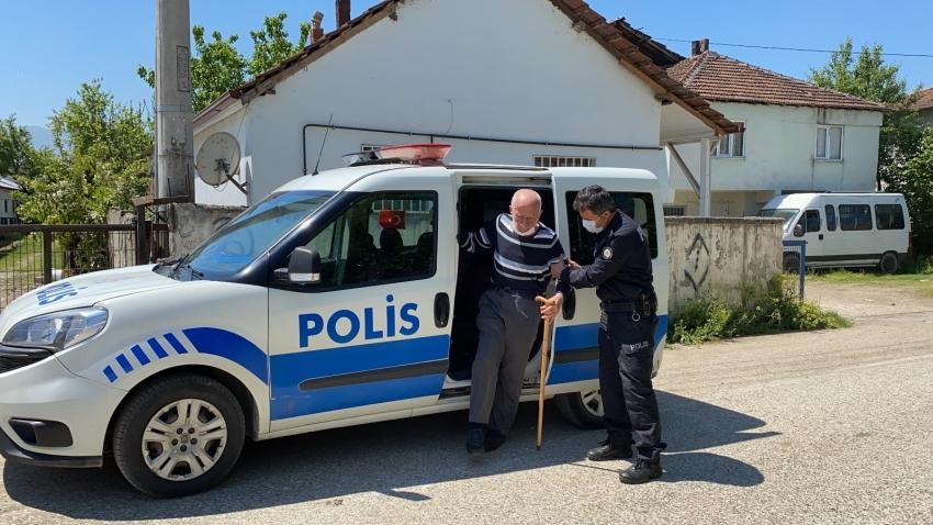 Torunlarına bayram harçlığı için sokağa çıktı, polis evine bıraktı