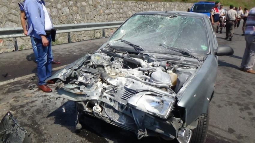 Otomobil traktöre çarptı! 9 yaralı