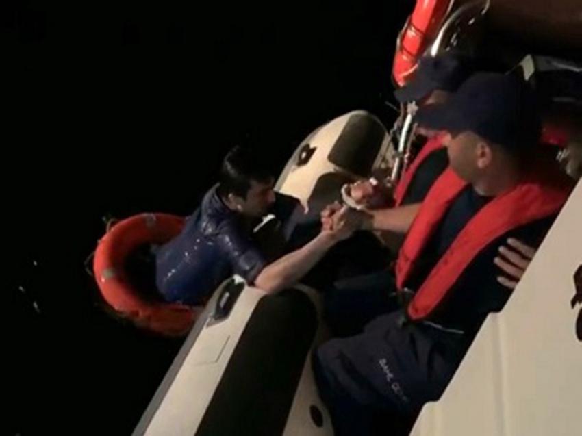 Üsküdar'da denize atlayan vatandaşın kurtarılma anı