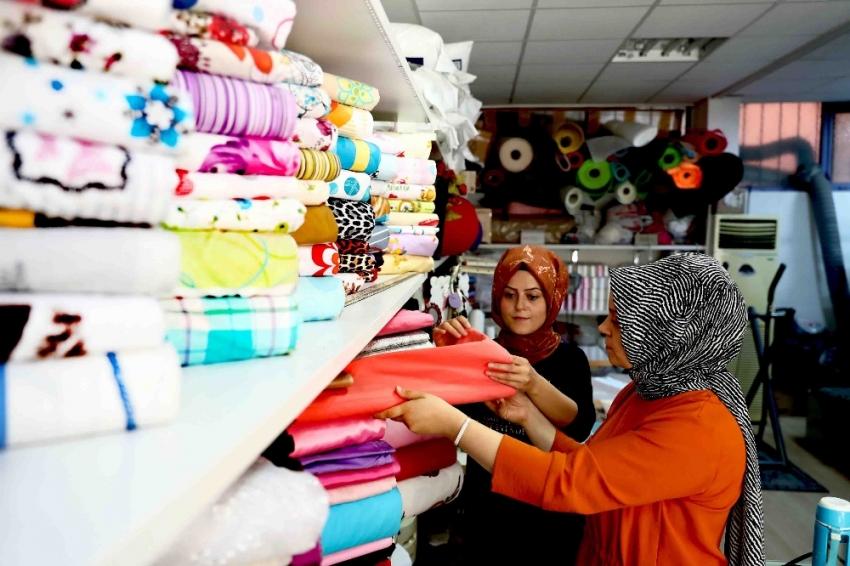 Marangozhaneyi yetim kızlar için çeyiz dükkanına çevirdiler