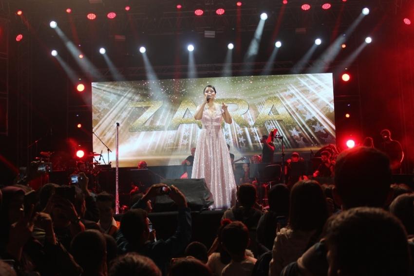 Ünlü sanatçı Zara'dan unutulmaz konser