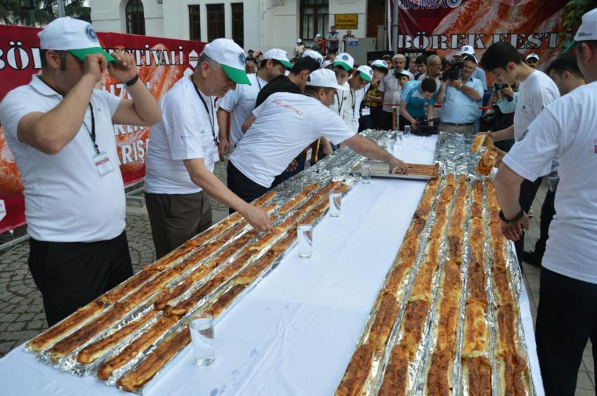 Bursa'da en büyük börek yeme yarışı