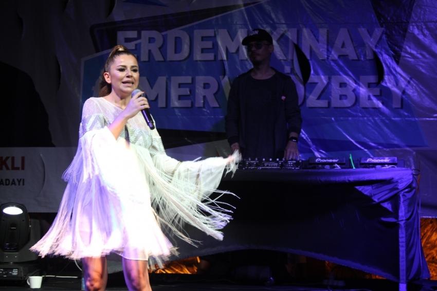 Merve Özbey ve Erdem Kınay'dan unutulmaz konser