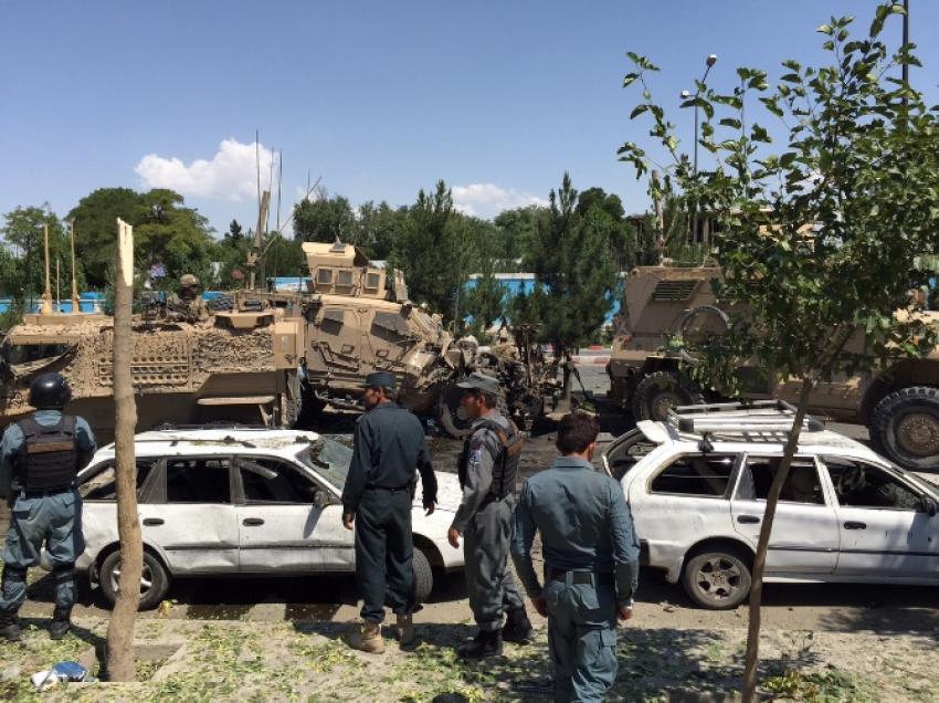 NATO birlikleri saldırısını Taliban üstlendi