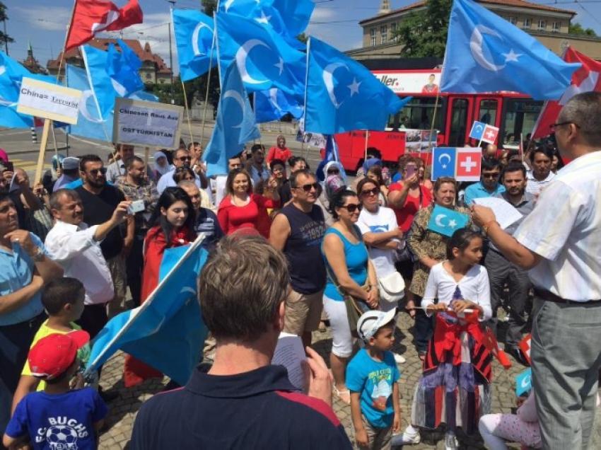 Çin zulmü İsviçre'de protesto edildi