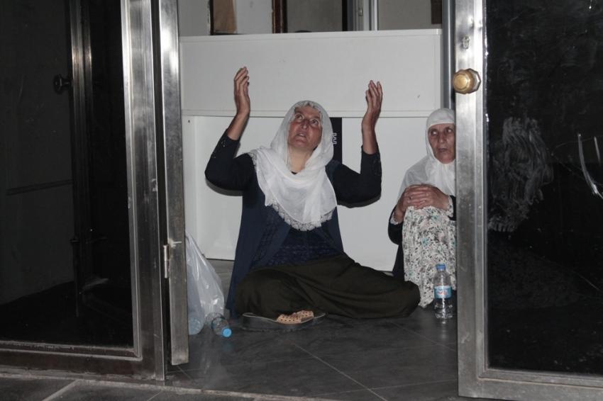 Oğlunun HDP'liler tarafından kaçırıldığını iddia eden annenin haklı eylemi
