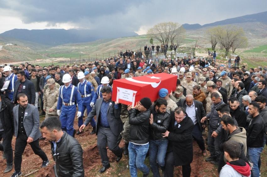 Şehit asker Şırnak'ta gözyaşları arasında toprağa verildi