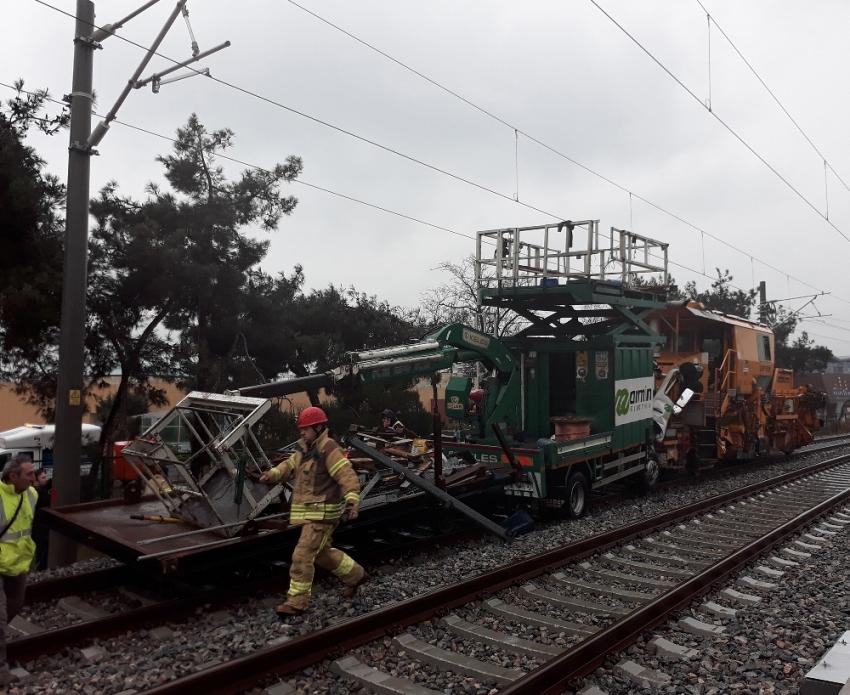 İstanbul'da demiryolu araçları çarpıştı