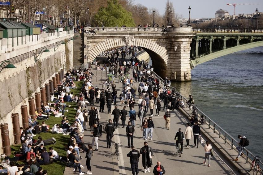Fransa'da son 24 saatte 37 bin 14 yeni vaka
