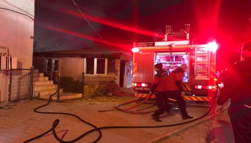 Tek katlı evde çıkan yangın söndürüldü