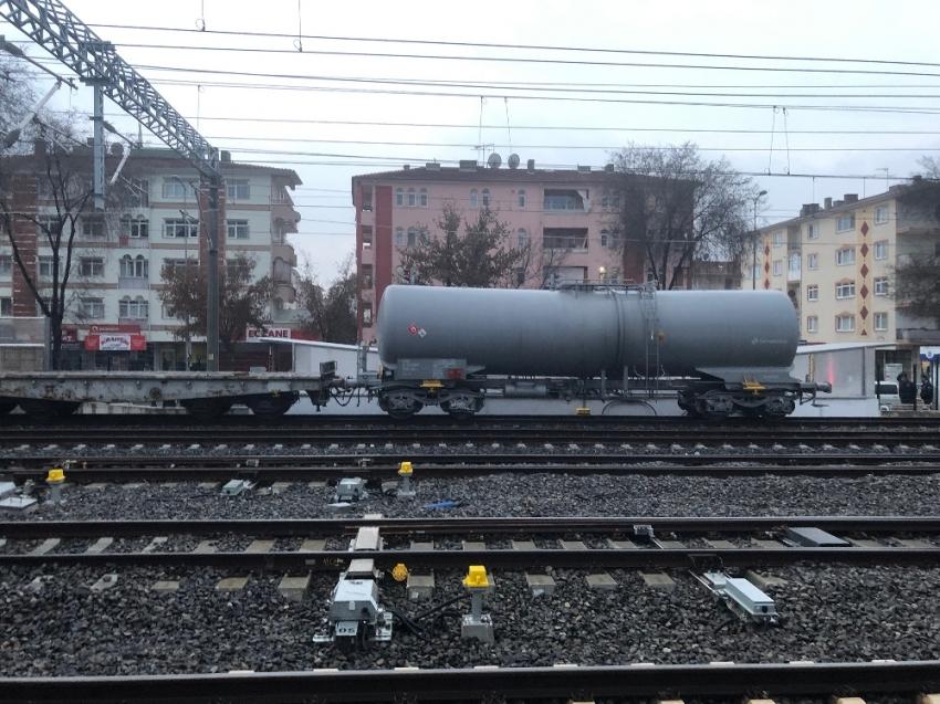Raydan çıkan tren olay yerinden uzaklaştırıldı