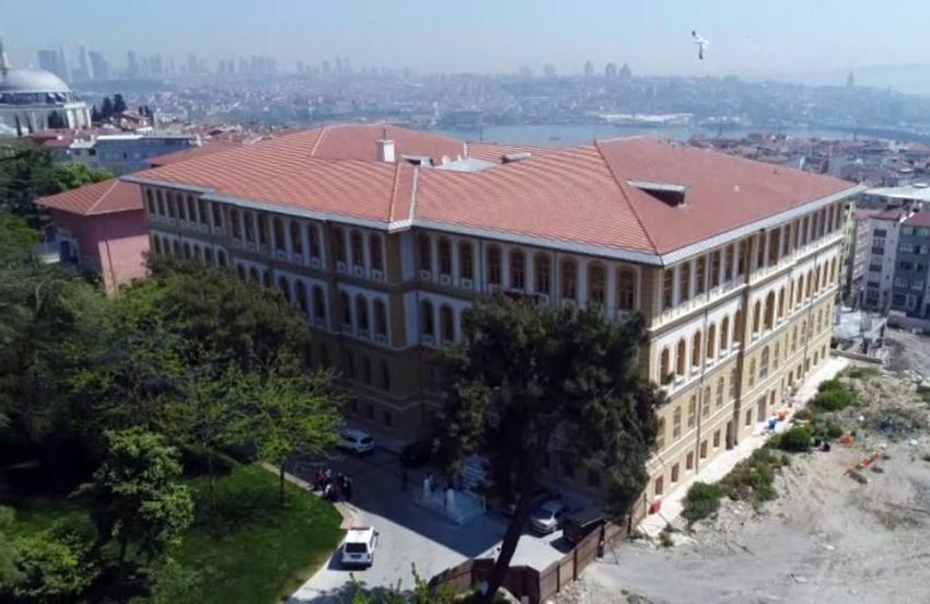 Tarihi lise binasında 57 ülkeden öğrenci eğitim görüyor