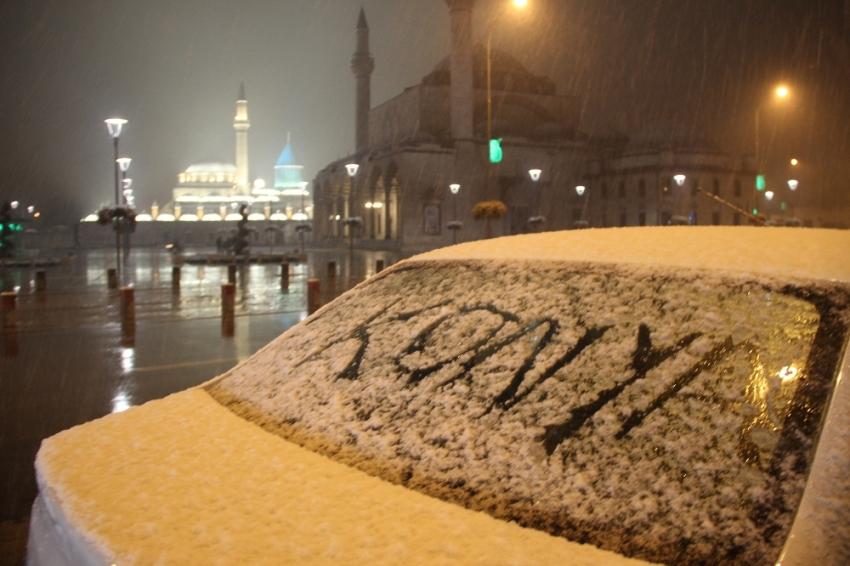 Konya'ya mevsimin ilk karı düştü