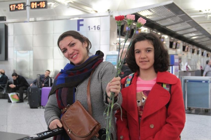 Atatürk Havalimanı'nda çiçekli karşılama