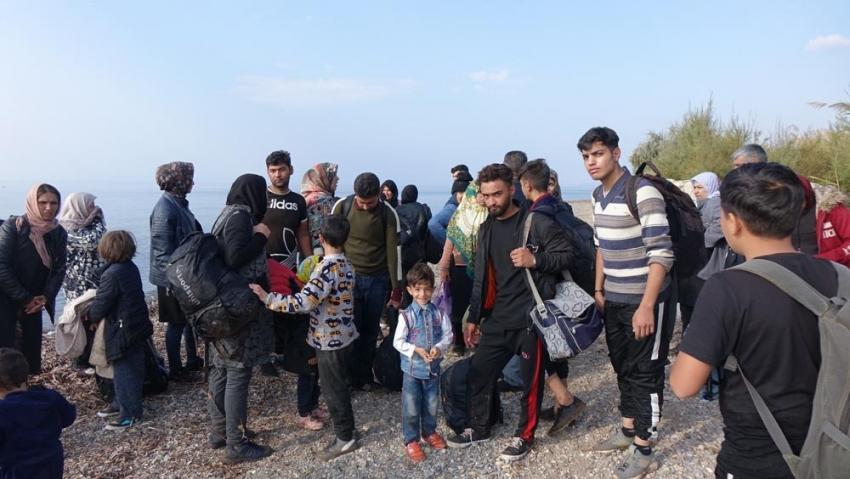 Lastik bot battı, 39 düzensiz göçmen ölümden döndü