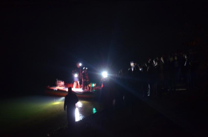 Balık tutarken tekne devrildi: Suya düşen öğretmen kayboldu