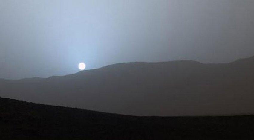 Mars'ta 'mavi günbatımı'